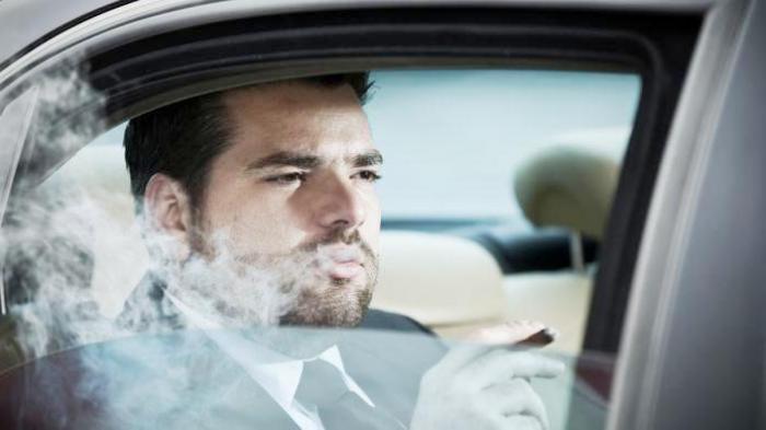 Inilah Bahaya Satu Mobil dengan Perokok 1
